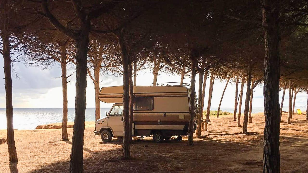 Camping in Portugal: Das perfekte Reiseziel für Sommer und Winter